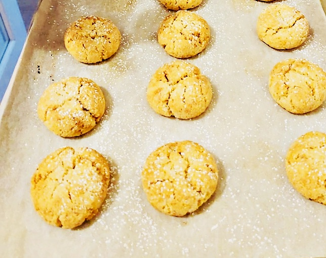 This image has an empty alt attribute; its file name is almond-cookies.jpg